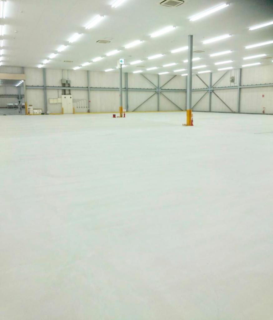 不陸がほぼ皆無の生産性が高い物流倉庫の床を実現
