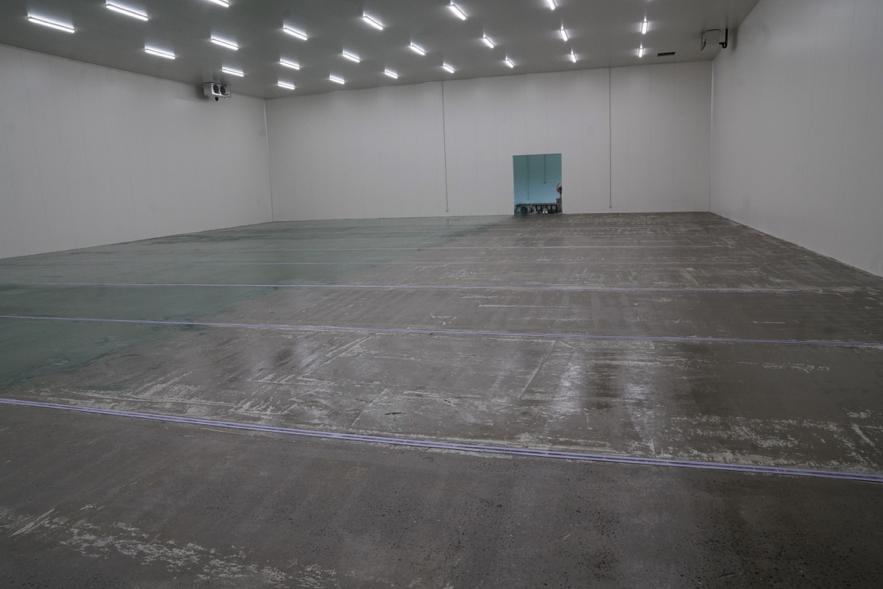 倉庫の床は厚膜型エポキシ樹脂系塗床