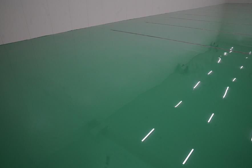 厚膜型エポキシ樹脂系塗床で見違えるコンクリート床