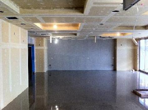 短工期で高品質なコンクリート床を実現するレベラー