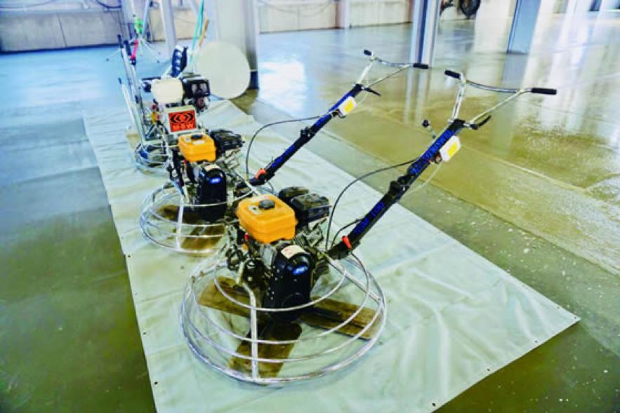 コンクリート床工事を積極的に機械化
